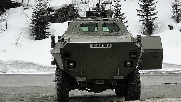Schweizer bietet für 20.000 Euro Radpanzer an (Bild: Tutti.ch)