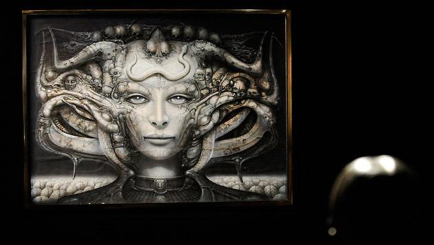 Eine von HR Giger's Schöpfungen bei einer Ausstellung 2011 im Kunst Haus Wien. (Bild: APA/ROBERT JAEGER)