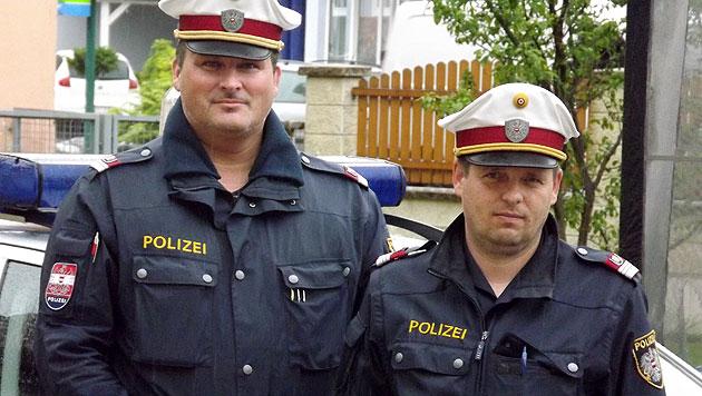 Die beiden Lebensretter Revierinspektor Jürgen Grill und Gruppeninspektor Thomas Krammer (Bild: LPD Stmk/Jürgen Sibert)
