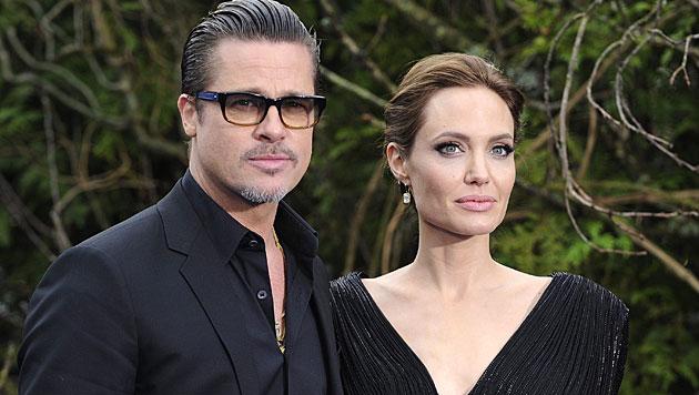 Brad Pitt und Angelina Jolie ziehen gemeinsam sechs Kinder groß. (Bild: APA/EPA/FACUNDO ARRIZABALAGA)
