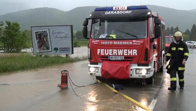 """Hochwasser: """"Das Schlimmste haben wir überstanden"""" (Bild: Einsatzdoku.at)"""