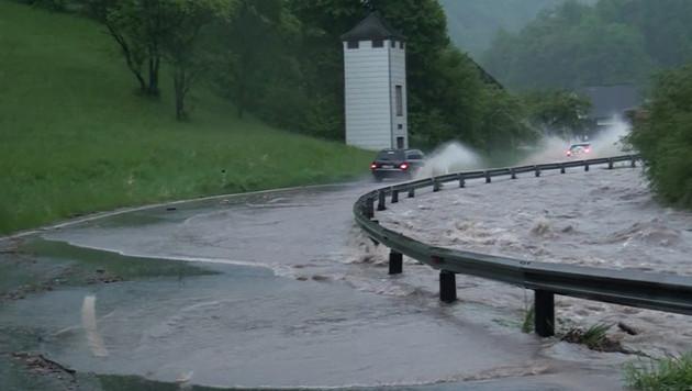 Katastrophenalarm wegen Starkregens im Landesosten (Bild: APA/EINSATZDOKU.AT)