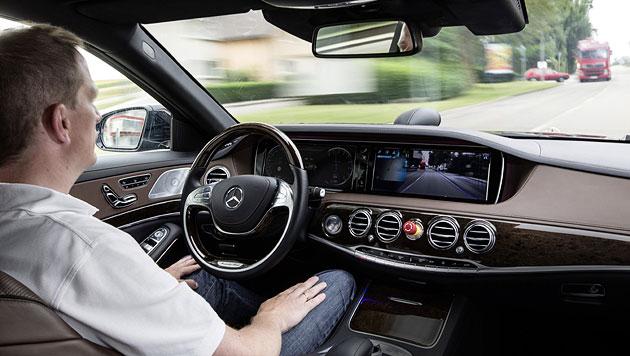 Wer autonom fährt, soll künftig weniger zahlen (Bild: Daimler)