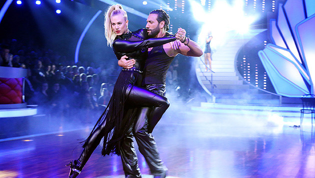 "Larissa Marolt und Tanzpartner Massimo Sinato beim ""Latextango"" (Bild: RTL/Stefan Gregorowius)"