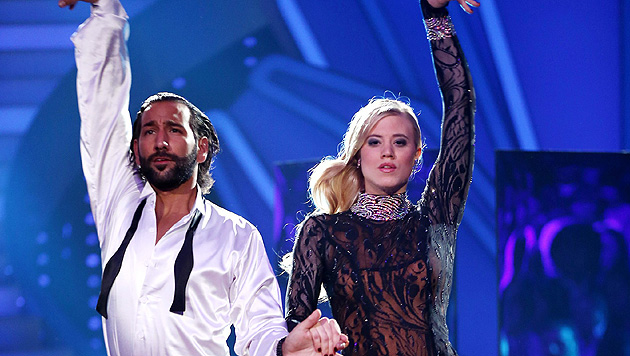 Larissa Marolt mit Tanzpartner Massimo Sinato bei 'Let's Dance' (Bild: RTL/Stefan Gregorowius)