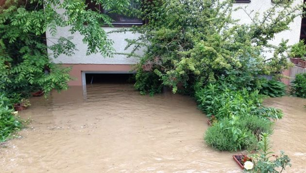 Millionenschaden durch Hochwasser und Schlamm (Bild: APA/STADTFEUERWEHR OBERPULLENDORF)