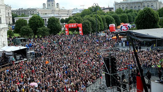 """Conchita vor 10.000 Fans: """"Ich bin überwältigt"""" (Bild: Peter Tomschi)"""
