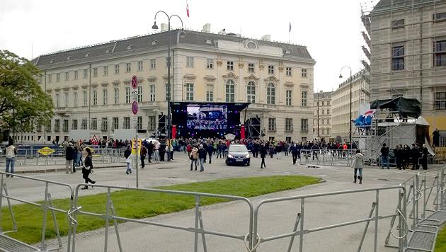 """Conchita vor 10.000 Fans: """"Ich bin überwältigt"""" (Bild: Günther Griessmair)"""