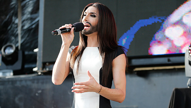 Conchita singt am Ballhausplatz. (Bild: Zwefo)