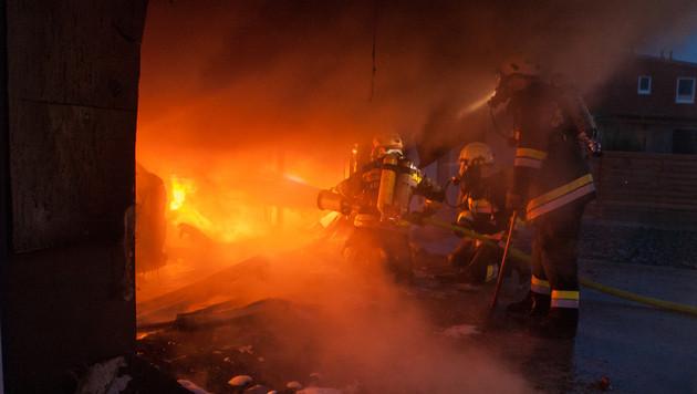 NÖ: Garage und zwei Autos wurden Raub der Flammen (Bild: Pistracher)