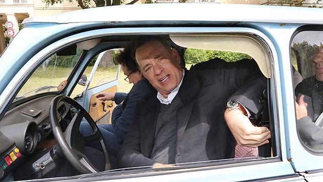 """Tom Hanks hat sich einen """"Trabi"""" gekauft (Bild: APA/EPA/MOZ/GERD MARKERT)"""