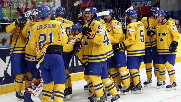 Titelverteidiger Schweden hat bei der Eishockey-WM mit Müh' und Not das Halbfinale erreicht. (Bild: AP)