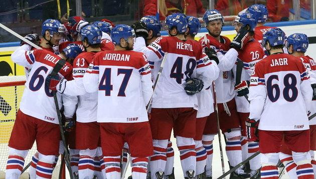 Die Tschechen stehen bei der Eishockey-WM nach einem knappen Sieg gegen die USA im Halbfinale. (Bild: APA/EPA/TATYANA ZENKOVICH)