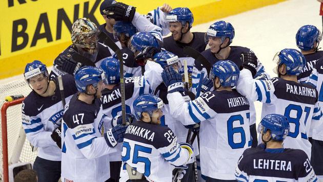 Finnland gewann gegen Olympiasieger Kanada im Viertelfinale der Eishockey-WM 3:2. (Bild: AP)