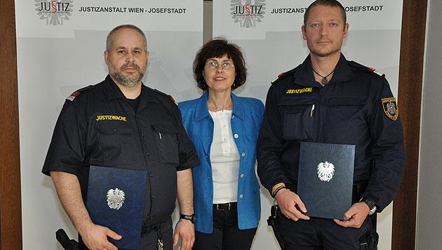 """Anstaltschefin Helene Pigl mit den Beamten Leitner und Schwab (Bild: """"Krone"""")"""