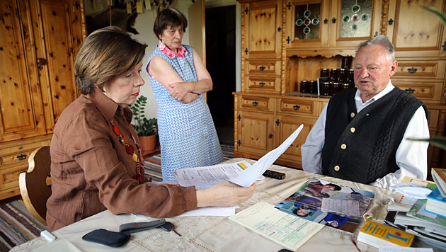 Conny Bischofberger (l.) traf Josefina und Walter Hirzer zum Interview. (Bild: Sepp Pail)