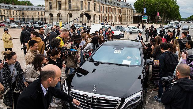 Trubel um Kim und Kanye in Versailles. (Bild: APA/EPA/ETIENNE LAURENT)