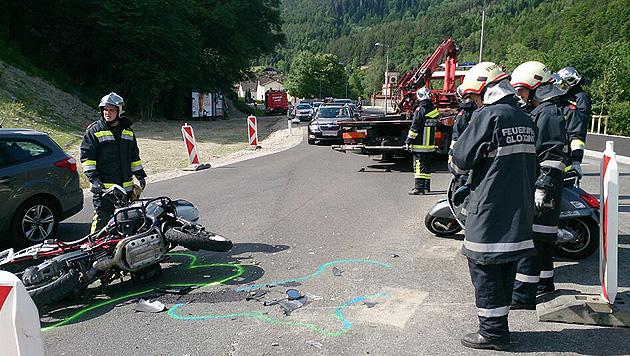 Zwei Verletzte bei Motorradkollision in Gloggnitz (Bild: APA/HBI THOMAS RAUCH)