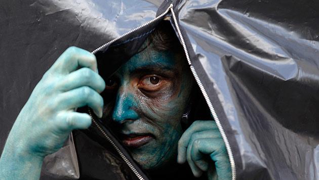 Traditioneller Zombie-Marsch in Prag (Bild: AP)