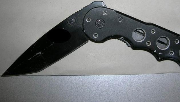 Armbrust-Räuber in spe von Polizisten überwältigt (Bild: BPD Wien)