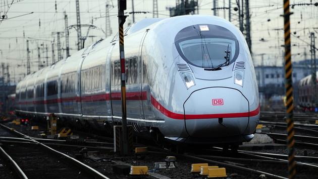 Strafe von Deutscher Bahn wegen Falschauskunft? (Bild: APA/dpa/Daniel Reinhardt)