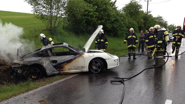 Schließlich konnten die Einsatzkräfte das Feuer löschen. (Bild: mariokienberger.at)
