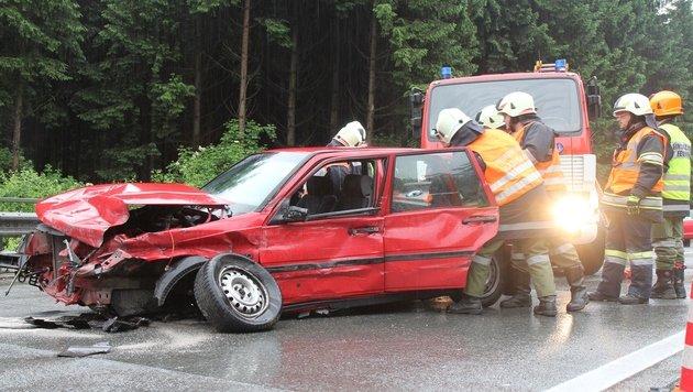 Unfall auf der A1: Schwangere Frau schwer verletzt (Bild: APA/PHILIPP WIATSCHKA/SALZI.AT)