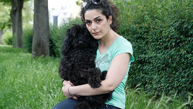 """Masha und ihr süßer Hund """"Pudi"""": Die """"Krone""""-Tierecke wird helfen. (Bild: Zwefo)"""