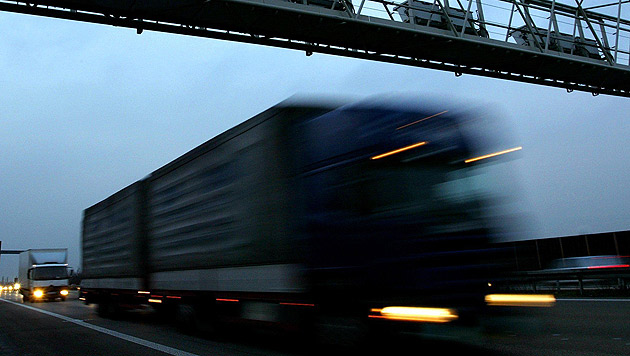 Ab sofort gilt Lkw-Fahrverbot auf linker Spur (Bild: dpa/dpaweb/dpa/Rolf Vennenbernd)
