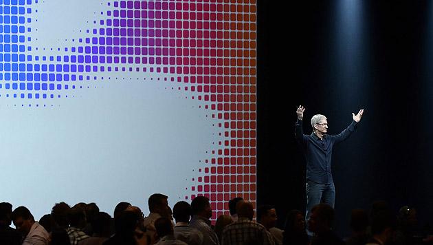 Apple-Chef Tim Cook präsentiert die Marschrichtung seines Unternehmens bei der WWDC in San Francisco (Bild: APA/EPA/JOHN G. MABANGLO)