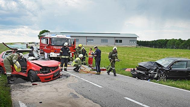 OÖ: Lenkerin (68) bei Frontalkollision getötet (Bild: APA/Manfred Fesl)