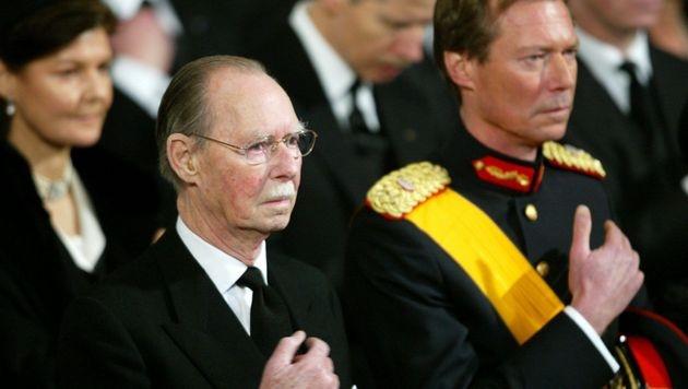 In Luxemburg machte Großherzog Jean im Oktober 2000 den Thron für seinen Sohn Henri frei. (Bild: Olivier Hoslet / EPA / picturedesk.com)