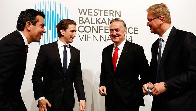 Außenminister Kurz mit seinen Kollegen aus Bosnien und Mazedonien sowie Erweiterungskommissar Füle (Bild: APA/DRAGAN TATIC)