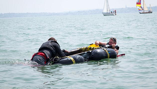Fahrt mit Boot aus Eis wird zum Desaster (Bild: © Third Revolution Media)