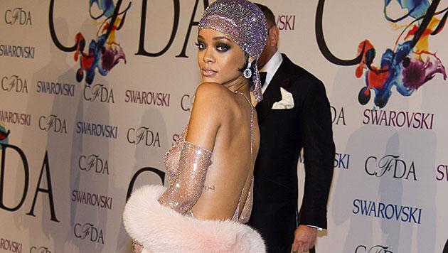 Rihanna fast nackt bei den Mode-Oscars (Bild: Charles Sykes/Invision/AP)