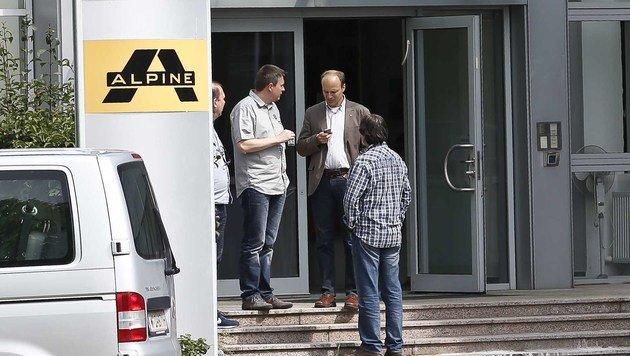 Ermittler der Korruptionsstaatsanwaltschaft druchsuchen den Ex-Alpine-Firmensitz in Salzburg. (Bild: MARKUS TSCHEPP)