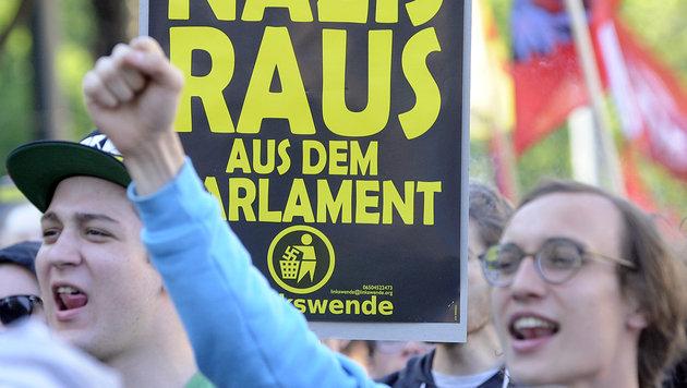 "Hunderte demonstrierten gegen ""Fest der Freiheit"" (Bild: APA/HERBERT P. OCZERET)"