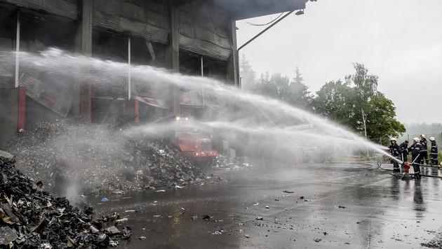 Großbrand in Recycling-Werk: Ursache geklärt (Bild: APA/ERWIN SCHERIAU)