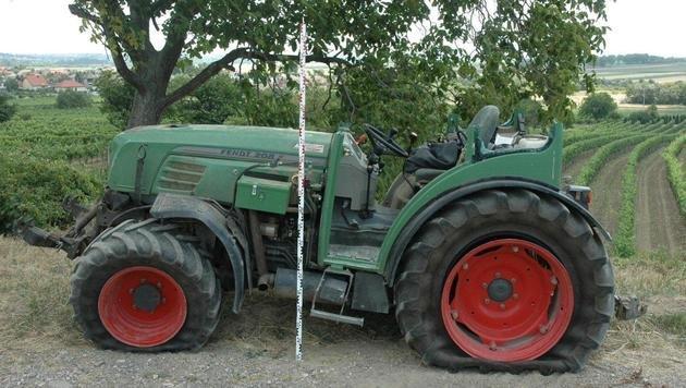 Schwer beschädigt ließen die Täter einen Traktor in Jois zurück. (Bild: LPD)