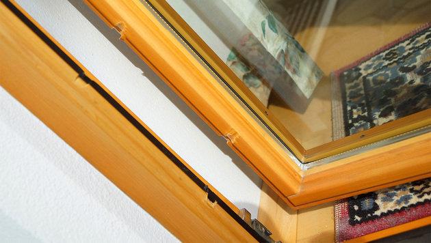 Die Einbrecher zwängten ein Fenster auf und gelangten so ins Haus. (Bild: LFV Franz Fink)