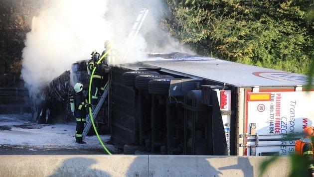 OÖ: Westautobahn rund zehn Stunden gesperrt (Bild: Matthias Lauber/laumat.at)