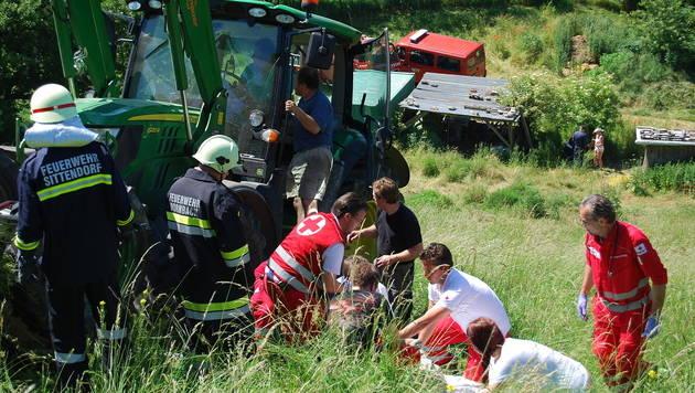 Anhänger umgestürzt: Sechs teils schwer Verletzte (Bild: Wagner Michael/Pressestelle BFK Mödling)