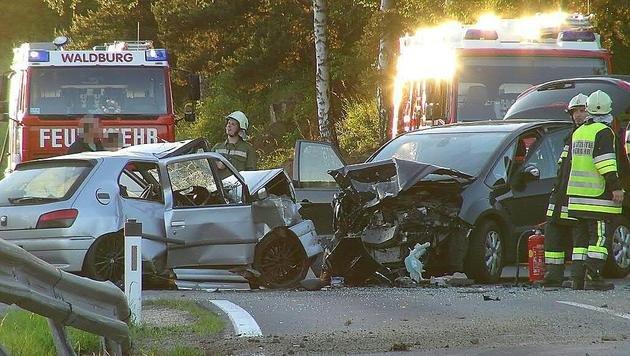 OÖ: 20-Jähriger bei Autounfall ums Leben gekommen (Bild: APA/MARIOKIENBERGER.AT)