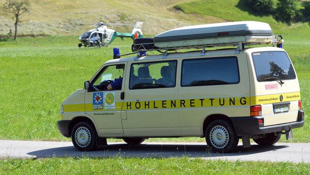 Salzburger Retter in 1.000 Metern Tiefe im Einsatz (Bild: AP)