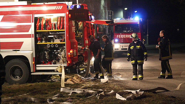 Eingeschlossener Mann entkam nur knapp den Flammen (Bild: APA/Christian Feigl (Symbolbild))