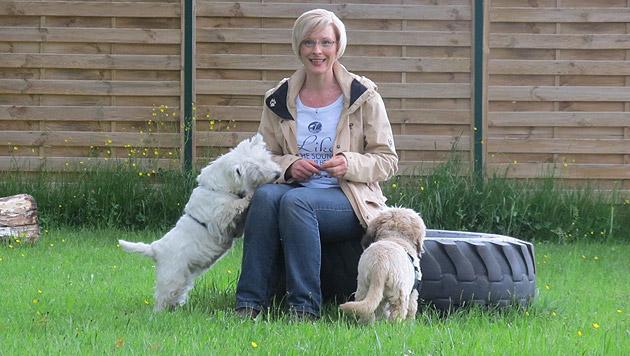 Brigitta Greisinger trainiert ganz besondere Hunde (Bild: Krone)