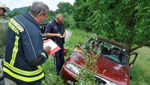 Schwangere mit Auto gegen Baum geprallt - verletzt (Bild: FF-STEYREGG.AT)