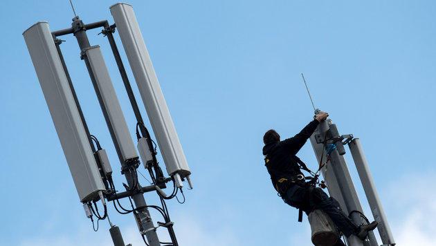 Mobilfunkanbieter: Zahl der Beschwerden rückläufig (Bild: dpa/Daniel Reinhardt)
