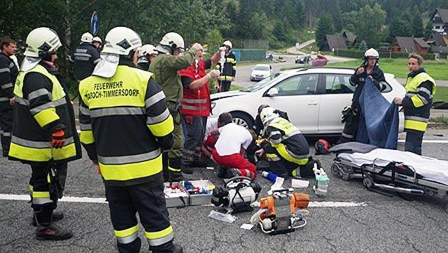Motorradfahrer von Pkw erfasst - schwerst verletzt (Bild: FF Traboch-Timmersdorf)
