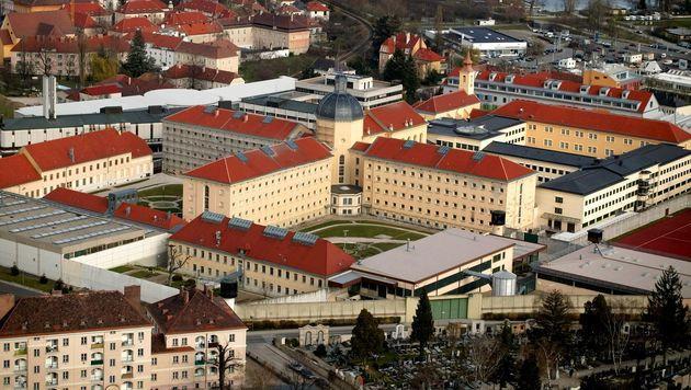 Stein-Häftling schlägt zwei Justizbeamte nieder (Bild: APA/GERALD LECHNER/www.fotoprofis.at)